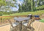 Location vacances Williamstown - Cozy Cabin with Hot Tub and Deck in Hocking Hills!-3