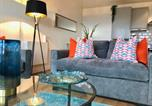 Location vacances Sheffield - Heart of Sheffield City with Balcony Views and Modern Decor-1