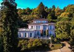 Location vacances  Province de Novare - Meina Villa Sleeps 13 Pool Air Con Wifi-2