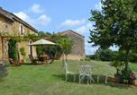 Location vacances Mazeyrolles - Spacious Holiday Home in Sauveterre de lémance with Library-2