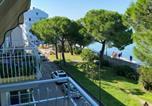 Location vacances  Province de Gorizia - Apartment mit Meerblick am Strand Costa Azzura-3