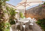 Location vacances Vayres - Villa with 4 bedrooms in Genissac with private pool furnished garden and Wifi-1