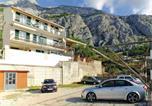 Location vacances Makarska - Three-Bedroom Apartment in Makarska-4
