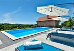 Location vacances Hrašćina - Beautiful home in Novi Marof with Outdoor swimming pool and 3 Bedrooms-2