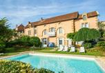 Location vacances Saint-Avit-Rivière - Lavish Holiday Home in Belves with a Private Pool-1