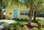 Location vacances Lantana - Big Backyard! Fire Pit Grill! And Free Parking! 4 min to Beach! and 95!-3