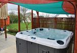 Location vacances Plougasnou - Holiday Home Lanmeur with Hot Tub I-3