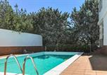 Location vacances El Ronquillo - Beautiful home in Las Pajanosas with Outdoor swimming pool, Wifi and 4 Bedrooms-1