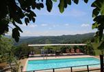 Location vacances  Province de Pesaro et Urbino - Exquisite Farmhouse in Marche with Swimming Pool-4