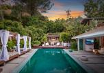 Location vacances  Grauman's Chinese Theater - Bali Inspired Hollywood Treasure w/Pool & Gardens-1