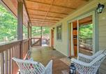Location vacances Whittier - Charming Fox Den Cabin in Whittier with Hot Tub!-1