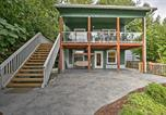 Location vacances Shelton - Renovated Olympia Cabin with Private Dock on Lake-3