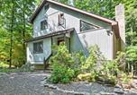 Location vacances Clarks Summit - Peaceful Hamlin Home with Lake Access at The Hideout-1
