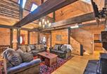 Location vacances Elberton - Wood Cabin with Fire Pit, 5 Mi to Lake Hartwell-4