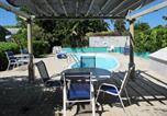 Location vacances  Iles Cayman - Eldemire's Tropical Island Inn-1