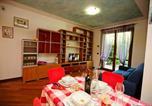 Location vacances Lonato - Desenzano del Garda Apartment Sleeps 4 Pool-3