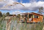 Camping avec Piscine couverte / chauffée Seillac - Flower Lodges de Blois-Chambord-2