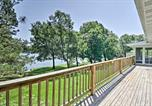 Location vacances West Plains - Lake House with Deck on Crown Lake near Ozark Forest!-2