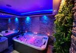 Location vacances Dugo Selo - Glamour Wellness Apartments-3