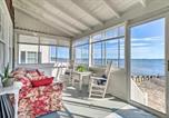 Location vacances Mystic - Cozy Beachfront Cottage w/Fire Pit & 2 Grills-2