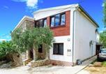 Location vacances Starigrad - Spacious Apartment with Garden in Starigrad Croatia-1