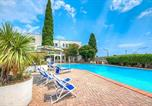 Location vacances  Province de Savone - Beautiful apartment in Pietra Ligure w/ Wifi, Outdoor swimming pool and 1 Bedrooms-1