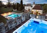 Location vacances Saint-Urcisse - Grand Castle in Saint Caprais de Lerm with Sauna & Jacuzzi-2