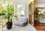 Location vacances Noosaville - Stylish Tropical Oasis Apartment with Hot Tub and Four Pools-1