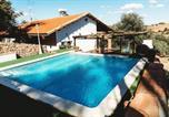 Location vacances Burguillos del Cerro - Villa with 3 bedrooms in Monesterio with wonderful mountain view private pool enclosed garden-1