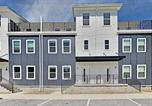 Location vacances Madison - 2 Brand-New Townhomes with Luxe All-Suite Layouts townhouse-1
