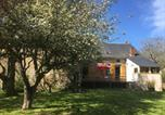 Location vacances  Nièvre - Bright holiday home in Gacogne with coulourful garden-3