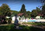 Camping avec Site nature Bourgogne - Village de chalets Rû du Pré-1