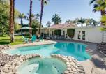 Location vacances Palm Springs - Lagoon Pool Under the Palms House-1