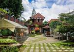 Villages vacances Bogor - Bantal Guling Villa-1
