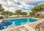 Location vacances Premià de Mar - Four-Bedroom Holiday Home in Cabrils-3