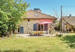 Location vacances  Haute-Vienne - Three-Bedroom Holiday Home in Marval-1