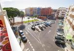 Location vacances El Médano - Apt with windprotected balcony above El Medano central square and beach-1