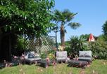 Camping avec Quartiers VIP / Premium Dordogne - Sites et Paysages La Rivière Fleurie-1