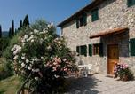 Location vacances  Province de Pistoia - Lovely Farmhouse in San Baronto with Swimming Pool-1