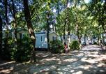 Camping avec Site nature Montfrin - Camping Le Bois des Ecureuils-2