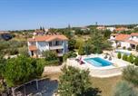Location vacances  Croatie - Villa Majmajola-4