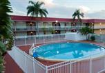 Hôtel Clearwater - Express Inn & Suites-1