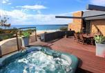 Location vacances Buderim - Jedda 5 - Oceanview 3 Bdrm Penthouse with Rooftop Spa-1