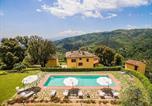Location vacances  Province de Pistoia - Massa e Cozzile Villa Sleeps 12 Pool Wifi-1