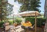Location vacances Castellina in Chianti - Beautiful apartment in Castellina in Chianti w/ Wifi, 2 Bedrooms and Outdoor swimming pool-2