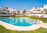 Location vacances Lepe - Posh Holiday Home in Huelva with Swimming Pool-1
