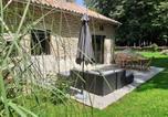 Location vacances La Vineuse - Le Pigeonnier Des Cabanes-4