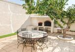 Location vacances Port-de-Bouc - Apartment with 3 bedrooms in Port de Bouc with wonderful sea view shared pool and furnished terrace 5 km from the beach-3