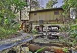 Location vacances De Land - Waterfront Astor Studio Cabin with Private Boat Dock-1