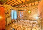 Location vacances Montefortino - Zona Artigianale Callarella Villa Sleeps 4 Pool-2
